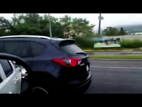 Une enfant conduit une voiture à plus de 100 km/h au Mexique